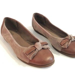 CLARKS COMFORT SLIP ON LEATHER CAP TOE BOW FLATS